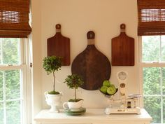 @Heidi Crotty LOVE this display for a kitchen wall!!!! Now I just need a kitchen wall...