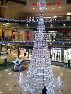 #Navidad en Arenas de Barcelona Richard Rogers, Light Art, All Over The World, Christmas Trees, Most Beautiful Pictures, Lights, City, Holiday Decor, Building