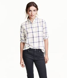 Long-sleeved, loose-fitting shirt in soft cotton flannel. Narrow turn-down collar, chest pocket, and yoke at back with locker loop. Rounded hem, slightly longer at back.