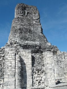 Maya architecture in Petén displays some of the most outstanding characteristics of   an evolution that gives way to that which could be denominated a classic formulation   of architecture. It has been called this way in immediate comparison with other   architectures, such as the Greek or the Roman