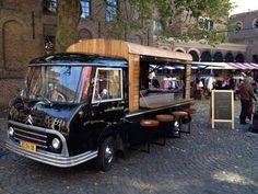 Deze omgebouwde Citroën HY pick-up uit '64 serveert de beste wijnen voor elk event!