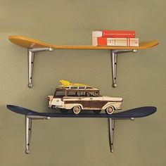 Skateboard Ideas pensile a tre piani realizzato con vecchie tavole da skate