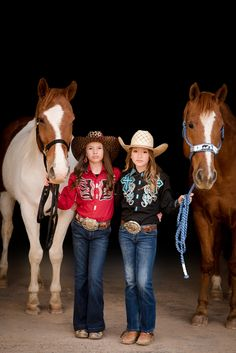 Lieza & Liela Klein at their home in Center, Texas. Lieza and Liela compete in the Pineywoods Youth Rodeo Association with their AQHA, APHA and POA horses. Foto Cowgirl, Estilo Cowgirl, Country Best Friends, Cute Friends, Cute Cowgirl Outfits, Rodeo Outfits, Horse Photos, Horse Pictures, Fallon Taylor