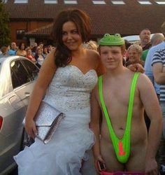 25 The Most Awkward Prom Photos You Ever Seen