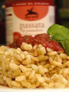 Riso freddo con salsa di pomodoro e basilico