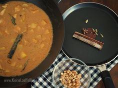 Wärmendes Massaman Curry: Rezept mit Hühnchen   KleineLoeffelHase Massaman Curry, Thai Red Curry, Baking, Ethnic Recipes, Food, Indian, Indian Cuisine, Curry Recipes, Recipes With Chicken
