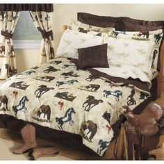 Horse theme for girl 39 s bedroom with printed horse bedding for Bedroom ideas for horse lovers
