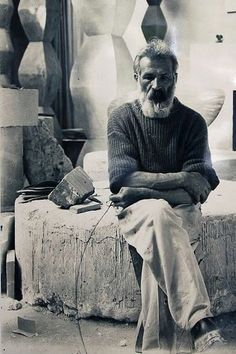 Constantin Brancusi was a Romanian sculptor who made his career in France. Considered a pioneer of modernism, Brâncuși is called the patriarch of modern sculpture. Famous Artists, Great Artists, Artist Art, Artist At Work, Brancusi Sculpture, Studios D'art, Constantin Brancusi, Modern Art Sculpture, Robert Mapplethorpe