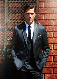 Three-piece suit. Matthew Fox.