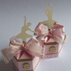 A vida é melhor quando você dança! ♥ Kit bailarina para a Sophia comemorar o aniversário de 9 anos ♥♥♥♥ Feito com muito carinho! #caixabala #bailarina #ballet #annepapeterie #annepapeteriepersonalizados #foradesérie #silhouettebrasil #florianopolis #balletlovers #festabailarina #temabailarina #personalizadosbailarina #lembrancinhasbailarina #menina #maedemenina #maedeprincesa #princess #filha #familia #amor #rosa #paper #3d #papelariacriativa #festainfantil #eventoinfantil #papel…