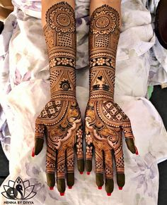 wedding a beautiful day is incomplete without mehndi design indian. mehndi design indian wedding is full of masti and also creativity. check out some amaing mehndi design indian arabic. WHICH ONE IS BEST mehndi design indian? Henna Hand Designs, Mehndi Designs Finger, Wedding Henna Designs, Engagement Mehndi Designs, Latest Bridal Mehndi Designs, Legs Mehndi Design, Mehndi Designs 2018, Mehndi Design Pictures, Beautiful Mehndi Design