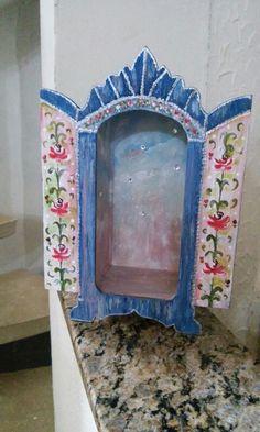 Oratorio Catholic Art, Religious Art, Freida Kahlo, Cigar Box Art, Painted Boxes, Crucifix, Art Forms, Folk Art, Mexican
