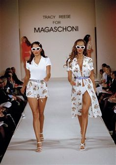 Magaschoni Spring Summer 1995 New York - Designer: Tracy Reese - Model: Tyra Banks Couture Fashion, Runway Fashion, Fashion Models, Fashion Beauty, Fashion Looks, 2000s Fashion, High Fashion, Fashion Show, Fashion Outfits