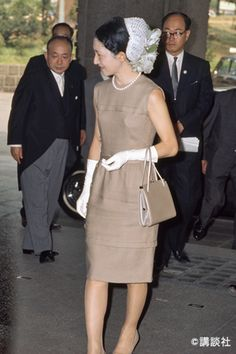 Caroline Kennedy, Japanese Beauty, Royal Fashion, Style Icons, Vintage Dresses, Lace Skirt, Dresses For Work, Glamour, Celebrities