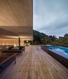 Rooftop infinity pool overlooks the Brazilian rainforest from Studio MK27's Jungle House