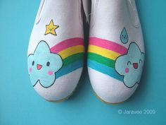 https://flic.kr/p/6KcUF2   Happy cloud painted shoes   Actually I want to paint them for myself but my sister want them too. So I made her first for practice. (^u^) I'm really happy with them. Next time I will do mine.