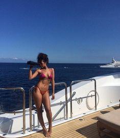 "Rihanna Italia on Instagram: ""body "" • Instagram"