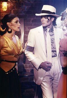 Michael Jackson in the set of Smooth Criminal Short film. (Launch for the Bad Album Michael Jackson Wallpaper, Photos Of Michael Jackson, Michael Jackson Bad Era, Janet Jackson, Elvis Presley, Beatles, Invincible Michael Jackson, Michael Jackson Smooth Criminal, Hee Man