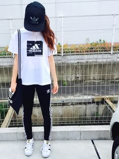 Pin on ファッション Sporty Outfits, Korean Outfits, Girl Outfits, Fashion Outfits, Sport Fashion, Teen Fashion, Womens Fashion, Sporty Look, Sporty Style