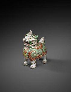 Kanne in Form eines Fabelwesens,Porzellan mit Aufglasurfarben, Qing-Dynastie, Ära Kangxi (1662–1722)   Jorge Welsh, London - Lisbon