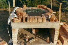 El horno de barro es sin dudas uno de los dispositivos creados por el hombre para cocinar sus alimentos, tan antiguo como la humanidad. En... Outdoor Rooms, Outdoor Decor, Four A Pizza, Pizza Oven Outdoor, Wood Fired Oven, Outdoor Kitchen Design, Barbacoa, House Goals, Firewood