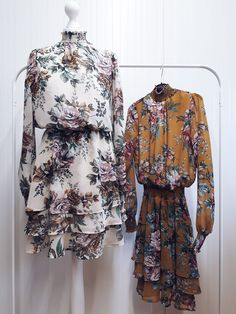 #szafanaulicy #zima2019 #zima Floral Tops, Women, Fashion, Moda, Top Flowers, Fashion Styles, Fashion Illustrations, Woman