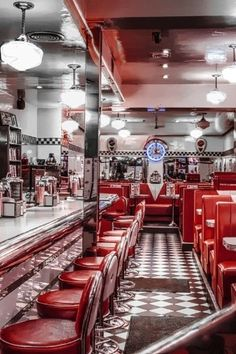 Home Decoration Ideas Images Diner Aesthetic, Red Aesthetic, Aesthetic Vintage, Aesthetic Pictures, 1950s Aesthetic, 1950 Diner, Vintage Diner, Vintage Signs, Bedroom Wall Collage