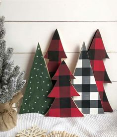 Looking for for pictures for farmhouse christmas decor? Browse around this website for unique farmhouse christmas decor ideas. This farmhouse christmas decor ideas seems to be fantastic. Christmas Tree Set, Christmas Signs, Winter Christmas, Christmas Vignette, Wooden Christmas Trees, Christmas Movies, Christmas 2019, Christmas Music, Christmas Island