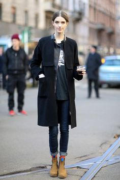 Casual and perfect outfit. Jeans. Black coat and chelsea boots. Some amazing winter street style.