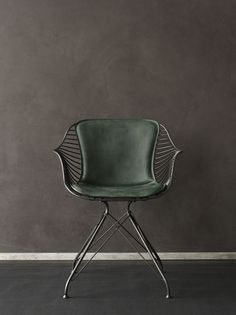 Overgaard & Dyrman - Wire Dining Chair in burned steel finish and British racing green leather - www.oandd.dk https://emfurn.com