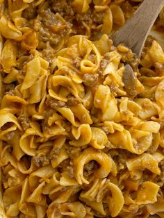 Ground Beef Country Casserole is packed with all your favorite comfort foods. Tomato, mushrooms, creamy sauce, ground beef, and tender egg noodles. It's an easy casserole that's made with inexpensive ingredient. Healthy Beef Recipes, Potluck Recipes, Baked Chicken Recipes, Pasta Recipes, Noodle Recipes, Meat Recipes, Crowd Recipes, Dinner Recipes, Cooking Recipes