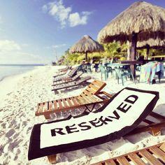 Cette serviette vous assurera la meilleure place sur la plage