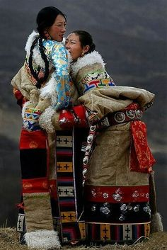 An example of folk clothing from Tibet Cultures Du Monde, World Cultures, Beautiful World, Beautiful People, Folk Costume, Costumes, Foto Poster, Cultural Diversity, Ethnic Fashion