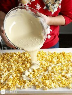 christmas snacks 3 Addictive Christmas Treats Youll Want To Make Right Now - One Good Thing by Jillee Holiday Snacks, Christmas Snacks, Christmas Cooking, Holiday Recipes, Christmas Popcorn, Christmas Recipes, Christmas Christmas, Holiday Candy, Christmas Cupcakes