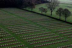 Аблен-Сен-Назер, Франция       Международный мемориал Нотр-Дам-де-Лорет, посвященный жертвам Первой мировой войны.