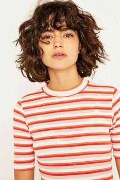 Hübsche und lockige Frisuren für Bob Hair - hair styles for short hair Curly Hair Styles, Curly Hair With Bangs, Curly Hair Cuts, Curly Bob Hairstyles, Hairstyles With Bangs, Pretty Hairstyles, Curly Bob With Fringe, Shaggy Curly Hair, Thin Wavy Hair