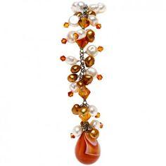 """Die Perlenkette """"Candy Pearl"""" mit orangener Perlenquaste von Yusimi wurde für dich aus erlesenen Süßwasserperlen gefertigt. Durch einen Magnetverschluss sicher und praktisch verschlossen. Jetzt versandkostenfrei bei melovely.de bestellen."""