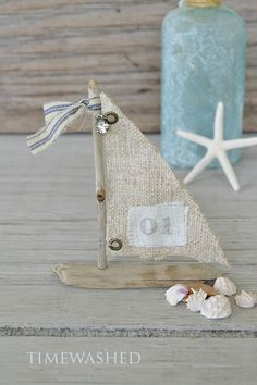 OK, this is just too much fun!I haven't had time like this to create inlike forever, it seems!! And these charming driftwood sailboats are my new obsession! What do you think? I'm thinking I might act