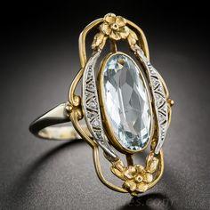 Bague en or et argent, avec une pierre précieuse incrustée. (Livia.D)