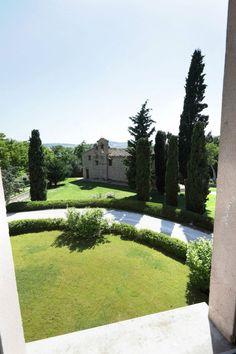 una via e la chiesa #style #architecture #italy #design #chic #interior #italy #room #green #landscape