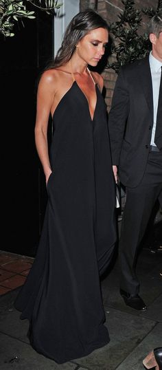 Victoria Beckham in Chic black Maxi.