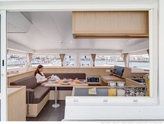 Lagoon 400 S2 - Kat Marina - The salon: comfort, natural light and elegance by Nauta Design.