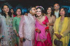 This bride wore a fuschia pink Sabyasachi lehenga for her mehendi and it's the best thing you'll see today! Sabyasachi Bride, Miss India, Mehendi, Bollywood, Saree, Indian, Bridal, Kurtis, Mumbai