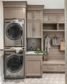 Farmhouse Laundry Room Storage Organization Ideas - Nobody likes having to do their laundry. It just isn't an enjoyable activity. The worst part about doing laundry is just how long it takes. If you hav. Grey Laundry Rooms, Laundry Room Layouts, Laundry Room Remodel, Farmhouse Laundry Room, Laundry Room Organization, Laundry Room Storage, Laundry Room Design, Closet Storage, Basement Laundry