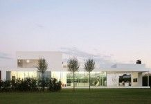 Villa V en T by Beel  Architects