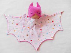 Doudou super héros, chauve souris, bat doudou rose de la boutique…