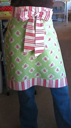 ** TABLIER FILLE CHANTALE** Your Christmas gift from me.an apron in an hour! - Stop staring and start sewing! - yard and a fat quarter. may have to adjust the measurements to fit my child-bearing hips. Sewing Hacks, Sewing Tutorials, Dress Tutorials, Sewing Ideas, Apron Tutorial, Pillowcase Tutorial, Diy Tutorial, Fabric Crafts, Sewing Crafts