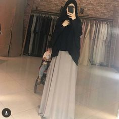 Hijab Gown, Hijab Style Dress, Hijab Chic, Hijab Outfit, Modern Hijab Fashion, Abaya Fashion, Fashion Dresses, Moslem Fashion, Modele Hijab
