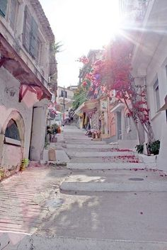 Santorini street, Greece #Travel. Places to Go: http://www.pinterest.com/newdirectionsbh/place-to-go/
