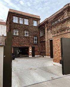 Secret Places Vienna Secret Places, Home Fashion, Vienna, Mansions, House Styles, Home Decor, Architecture, Nice Asses, Decoration Home